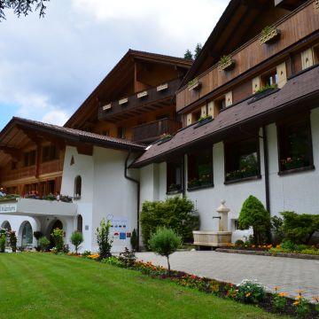 Waldhotel Doldenhorn & Landgasthof Ruedihus