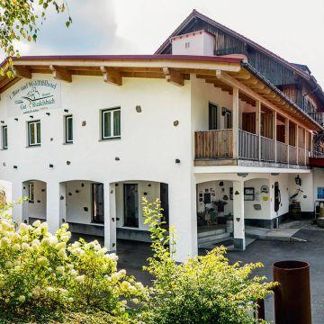 1. Bier- & Wohlfühlhotel Gut Riedelsbach