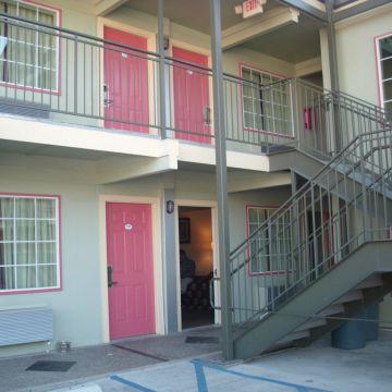 Hotel Whispering Palms Inn