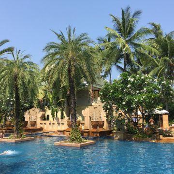 Hotel Busakorn Wing & Holiday Inn Resort