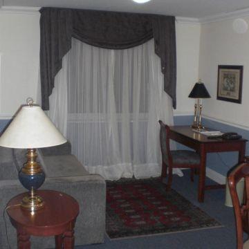 Hotel Regency Suites