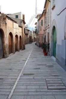 Leere Gasse in Alcudia - Altstadt Alcudia