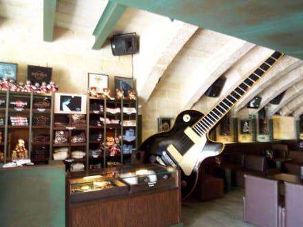 Merchandise-Bereich der Hard Rock Bar - Hard Rock Bar