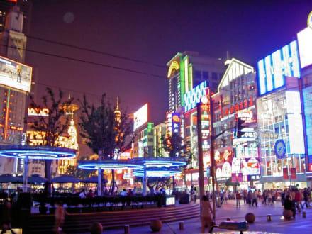 Lichtermeer auf der Nanjing LU - Nanjing Lu