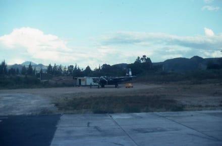 Das Militärflugzeug mit dem Haifischmaul - Flughafen Tegucigalpa (TGU)