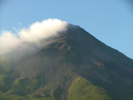 Mountain/Volcano/Hills - Volcano Arenal