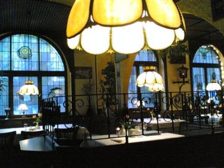 Innenaufnahme des Ristorante - Giono & Notte im Felsenkeller