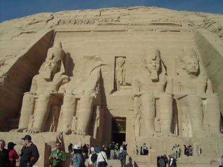 Man kommt sich schon klein vor. - Tempel von Abu Simbel