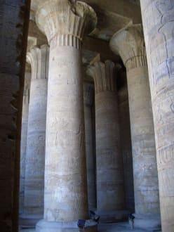 Säulenhalle Edfu Tempel - Horus Tempel Edfu