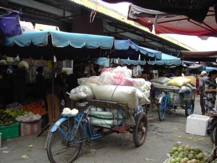 Warenanlieferung - Markt