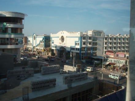 Blick aus dem Cleopatra Center nach links - Einkaufen & Shopping