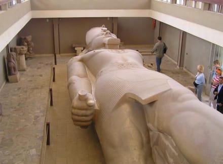 Kolossalstatue von Ramses II - Freilichtmuseum Memphis