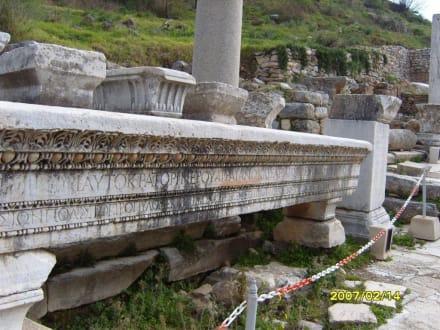 Ein Überbauträger! - Antikes Ephesus
