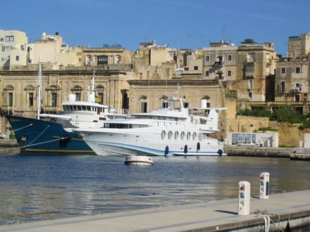 Yachte vor Valletta - Hafen Valletta