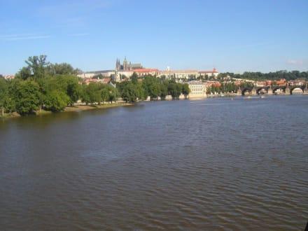 Blick über die Moldau zum Hradschin - Prager Burg / Hradschin