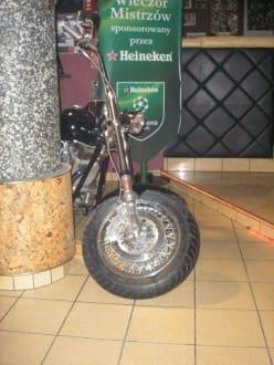 Harley Davidson im Pub - Tiger Pub