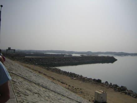 Der Blick auf den Nassersee und den Staudamm - Assuan Staudamm