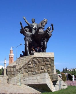 Denkmal des Gründers Atatürk - Atatürk-Denkmal