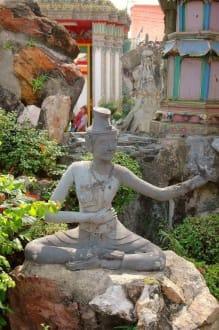 Figur im Steingarten - Wat Pho