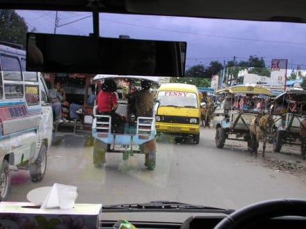 Verkehr - Markt in Mataram
