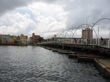 Fußgängerbrücke über den Hafen - Zentrum Willemstad