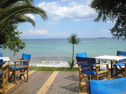 Beach-Bar Ipsos (am Nordende der Ipsos Bucht) - Beach-Bar