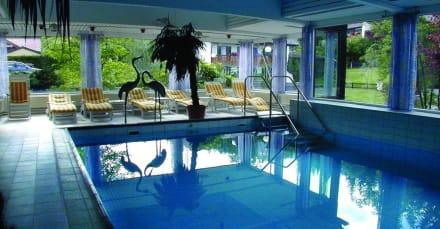 Pool-Anlage - Romantik Alpenhotel Waxenstein