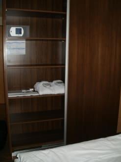 Kleiderschrank mit Safe - Hotel centrovital