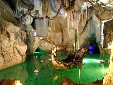 Hohle Grotte Bild Schloss Linderhof In Ettal