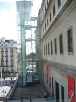 Vorderseite des Reina Sofia - Museo Reina Sofia
