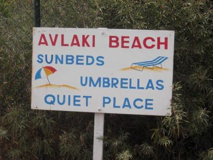 Hinweisschild Avlaki Beach - Strand Sissi