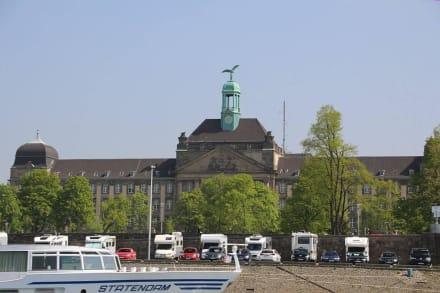 Rheinufer - Rhein - Schifffahrt Weisse Flotte Düsseldorf
