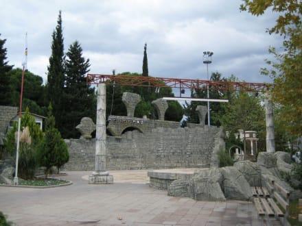Direkt nebenan das Amphitheater - Brunnen in Belek