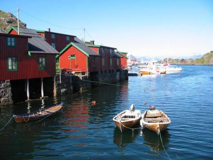 Fischerdorf auf einer Lofoteninsel - Lofoten