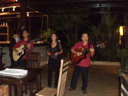 Live Musik beim Abendessen - Khao Lak Emerald Beach Resort