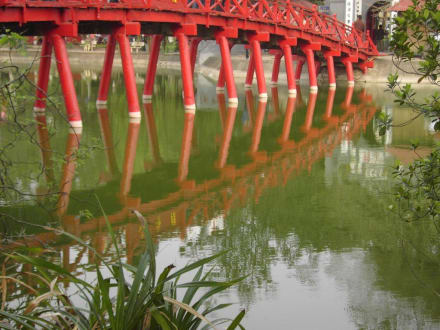 Brücke zum Jadeberg Tempel am Hoan Kiem See Hanoi - Hoan Kiem See