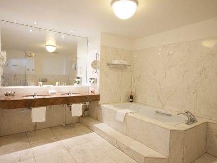 Marmor badezimmer in der suite bild hoteltraube r desheim in r desheim am rhein hessen - Marmor badezimmer ...