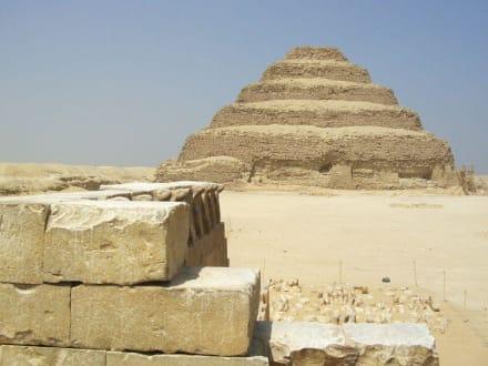 Erste Stufenpyramidein Saqqara - Stufenpyramide / Pyramide von Djoser