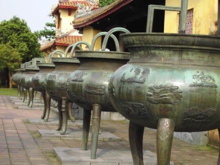 Dynastische Urnen in Hue - Kaiserstadt