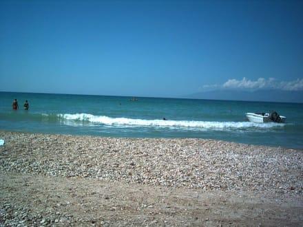 Strand mit Aussicht auf Albanien - Strand Acharavi