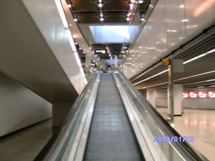 Laufband zum Terminal - Flughafen Düsseldorf (DUS)