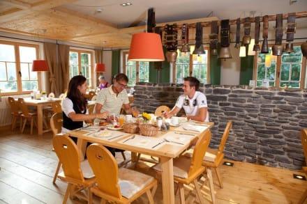 Genießen Sie das reichhaltige Frühstück - Hotel Oberstdorf