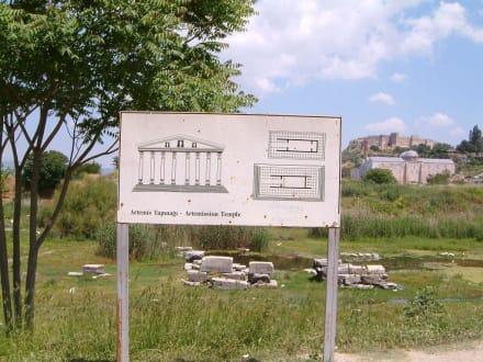 Hinweisschild auf Artemistempel - Artemistempel