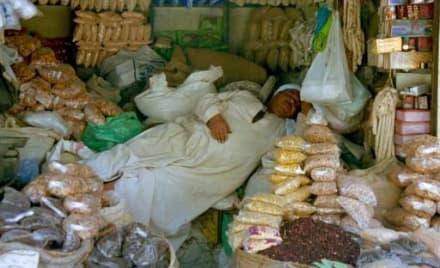 Mittagsschlaf - Bazar von Assuan