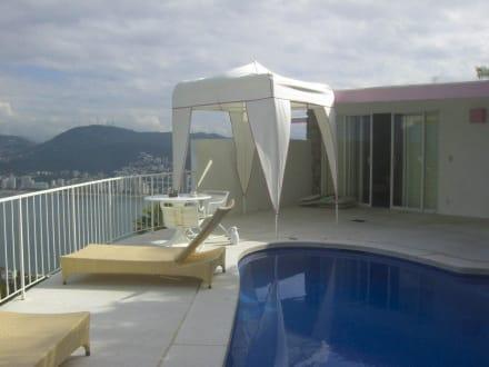 balkon terrasse mit eigenem pool bild hotel las brisas in acapulco guerrero mexiko. Black Bedroom Furniture Sets. Home Design Ideas