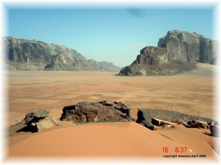 Wandern im Wadi Rum - Wüstenlandschaft Wadi Rum