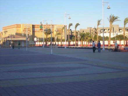 Eines der Einkaufzentren - Einkaufen & Shopping