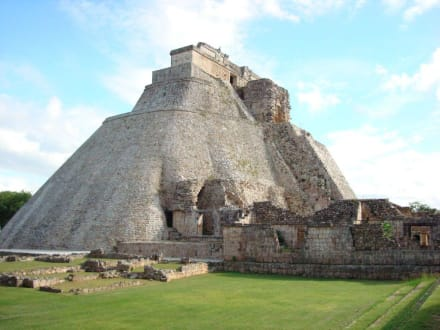 Pyramide des Wahrsagers - Ausgrabung Uxmal