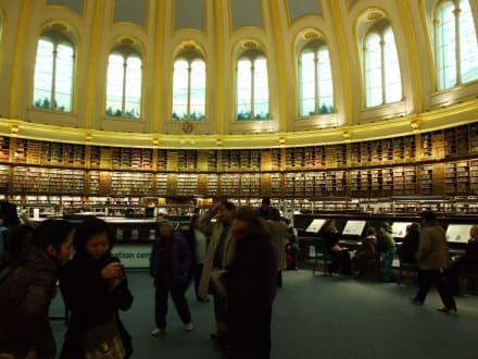 Bibilothek im Innenhof (ein Teil davon) - British  Museum