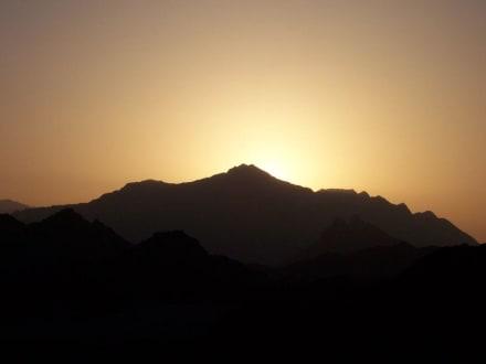 Sonnenuntergang in der Wüste - Wüstentour Marsa Alam